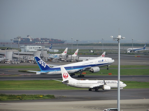 JAL機とANA機