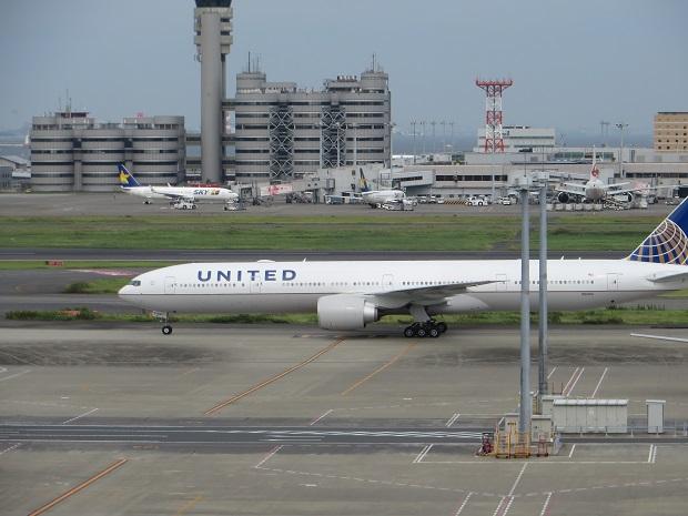 ユナイテッド航空機(左から)