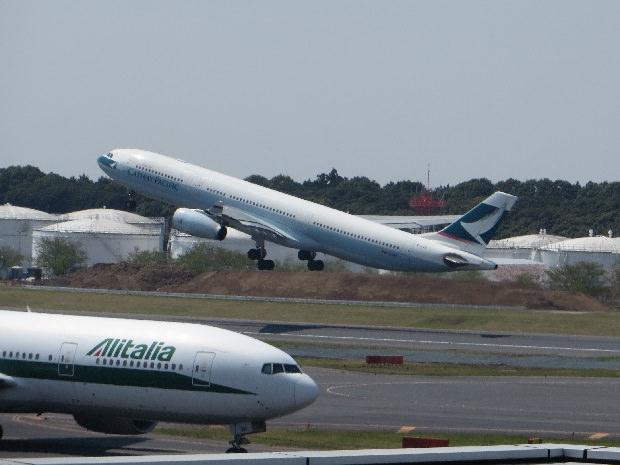 アリタリア航空機とキャセイパシフィック航空機