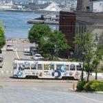 函館市電・背景に海