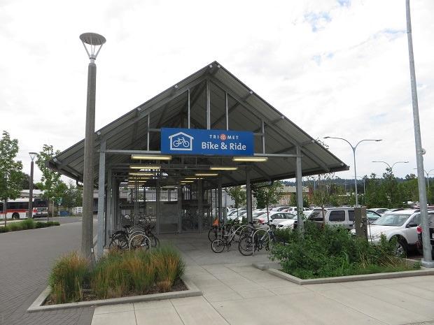 「SE Tacoma Johnson Creek」停留所の駐輪場
