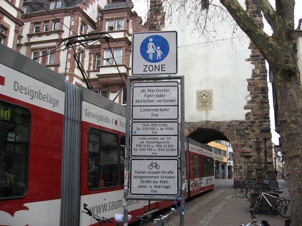 トランジットモールの入り口の標識