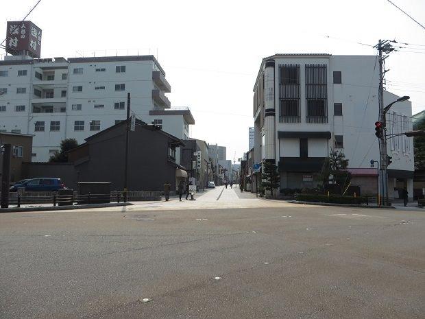 横安江町商店街入り口
