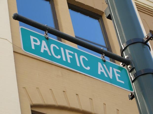 パシフィック通り(PACIFIC AVE.)