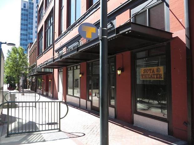 コマース通りの商店街