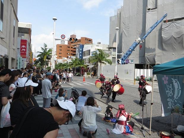 沖縄の伝統芸能エイサー